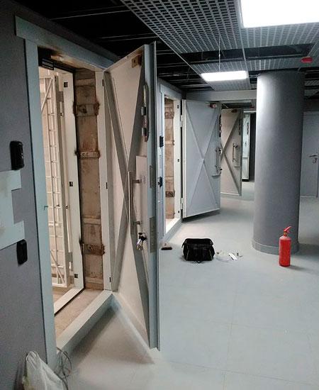 Двери для оружейных комнат